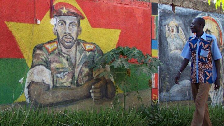 Une fresque murale représentant Thomas Sankara à Ougadougou.