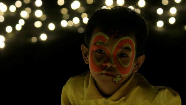 En Filipinas los niños participaron de la conmemoración de la Hora del Planeta con mensajes y pinturas alusivas a los 60 minutos convocados en favor de la conservación.