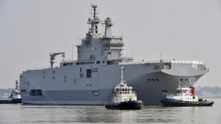 سفينة ميسترال في مرفأ سان نازير في 16 آذار/مارس 2015