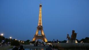 برج إيفل أبرز المعالم السياحية في فرنسا