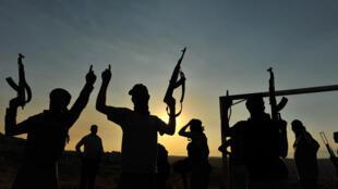 Les branches d'Al-Qaïda au Yémen et au Maghreb appellent les jihadistes à s'unir contre la coalition internationale.