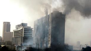 Le siège de l'ancien parti de Moubarak au Caire, incendié par les manifestants en janvier 2011.