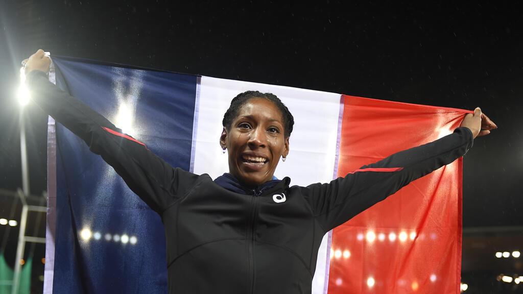 Eloyse Lesueur fête sa victoire dans l'épreuve de saut en longueur