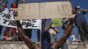 تظاهرة ضد عنف الشرطة في مدينة ميامي الأميركية في 30 أيار/مايو 2020