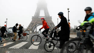 05122019 France Strike Eiffel bikes