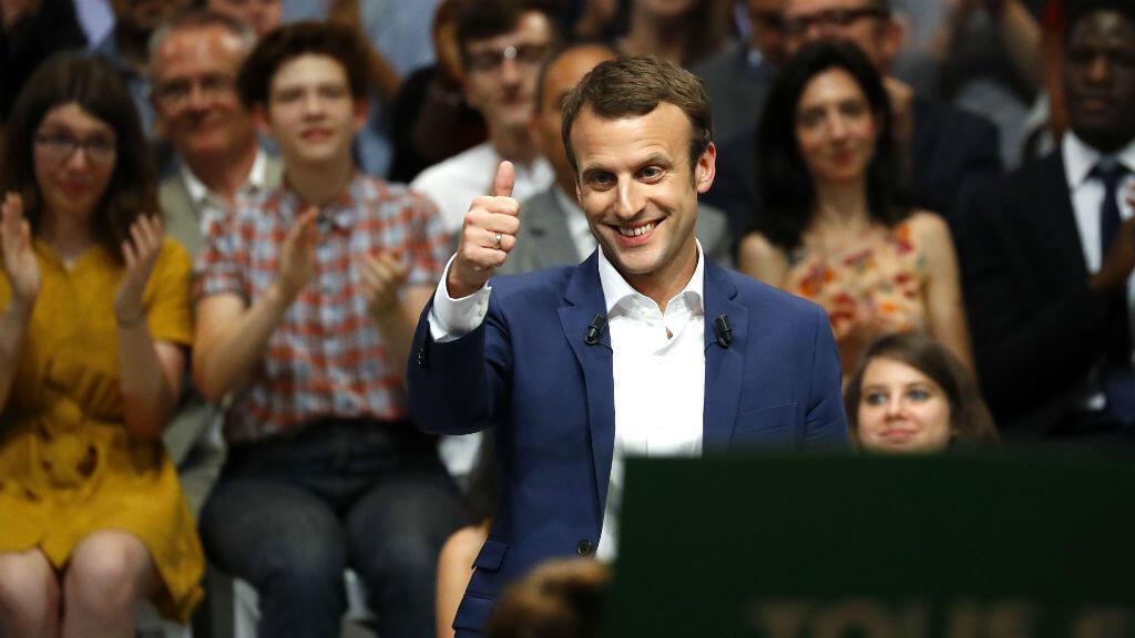 """""""Je suis de gauche, c'est mon histoire, c'est ma famille"""", a déclaré Macron devant une salle comble à la Mutualité de Paris, le 12 juillet."""
