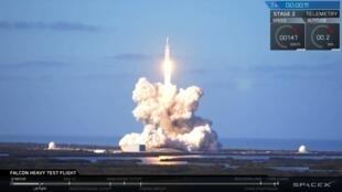 La fusée Falcon Heavy de SpaceX a décollé avec succès mardi 6 février 2018 depuis cap Canaveral, en Floride.