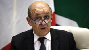 Le ministre français des Affaires étrangères, Jean-Yves Le Drian, lors d'une conférence de presse le 28 février 2019 à Pretoria, en Afrique du Sud..