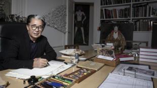 Le créateur de mode japonais Kenzo Takada à son domicile à Paris le 9 janvier 2019