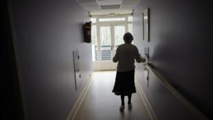 Photo d'archive datant du 18 mars 2011, dans une maison de retraite à Angervilliers, dans l'est de la France.