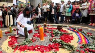 Decenas de personas participaron en los actos conmemorativos del Día Nacional de la Memoria y la Solidaridad con las Víctimas, el 9 de abril de 2018 en la ciudad de Bogotá, Colombia.