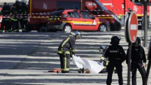 Le ministère de l'Intérieur a annoncé que le conducteur est décédé suite à l'attaque du fourgon de gendarmerie.