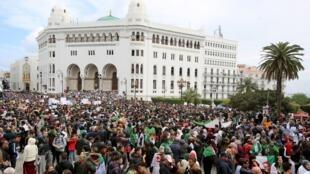 جزائريون يتظاهرون ضد نظام بوتفليقة 19 مارس/آذار 2019
