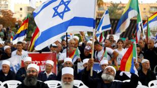 Des manifestants druzes lors d'un rassemblement contre une nouvelle loi controversée, le 4 août, à Tel Aviv.