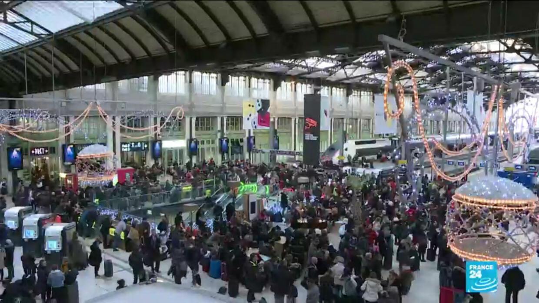 Au premier jour des vacances de Noël, pas de trêve dans la grève de la SNCF