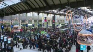 Las huelgas en el transporte público intentan empañar la Navidad en Francia