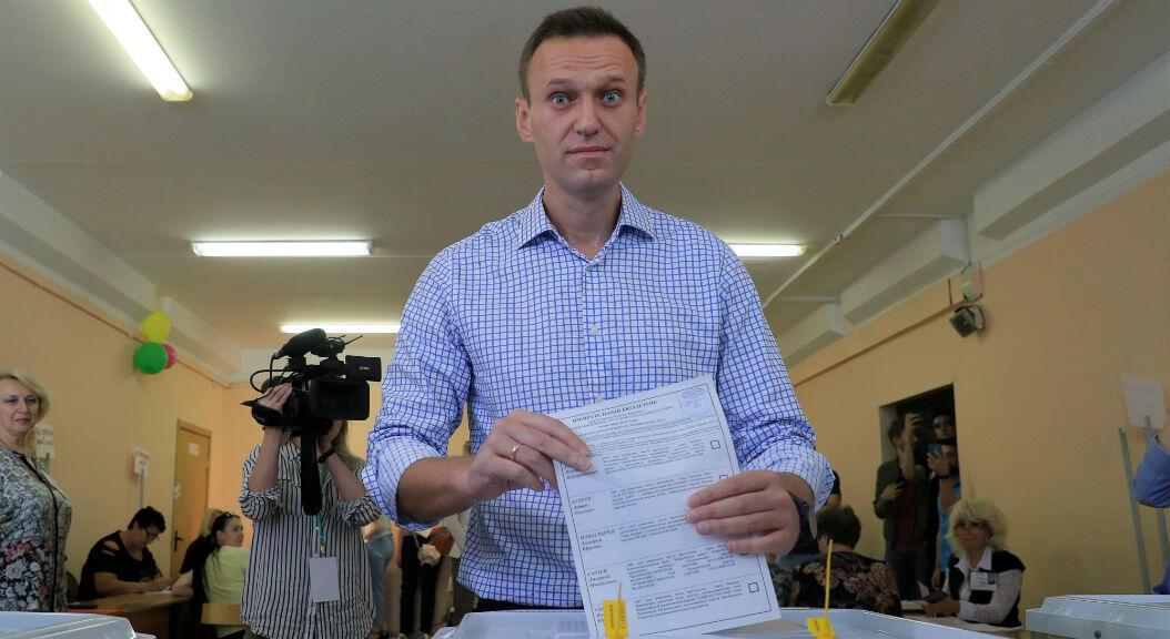 El líder opositor Alexei Navalny vota en las elecciones al parlamento de la capital del país, en Moscú, Rusia, el 8 de septiembre de 2019.