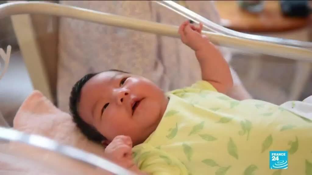 2021-05-31 13:39 China allows couples to have three children as birthrate falls