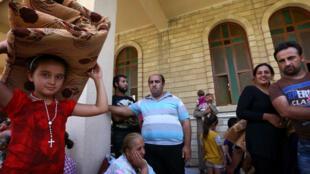 Des chrétiens ayant trouvé refuge en l'église Saint-Joseph d'Erbil, jeudi 7 août.