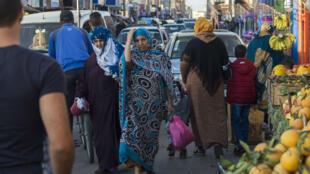 Des femmes dans les rues de Laâyoune, la ville principale du Sahara occidental, le 3 novembre 2018.