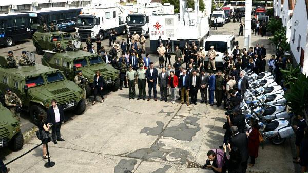 Présentation du matériel offert par la Chine au gouvernement argentin pour assurer la sécurité du G20, le 16 novembre 2018.