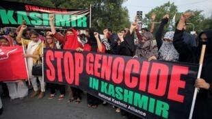 مظاهرة بمدينة لاهور الباكستانية ضد إلغاء الحكم الذاتي لكشمير الهندية. 5 أغسطس/آب 2019