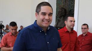 Fotografía de archivo fechada el 8 de agosto de 2017 que muestra a Nicolás Maduro Guerra (c), hijo del presidente Nicolás Maduro, a su llegada para una sesión plenaria de la Asamblea Nacional Constituyente, en Caracas (Venezuela).