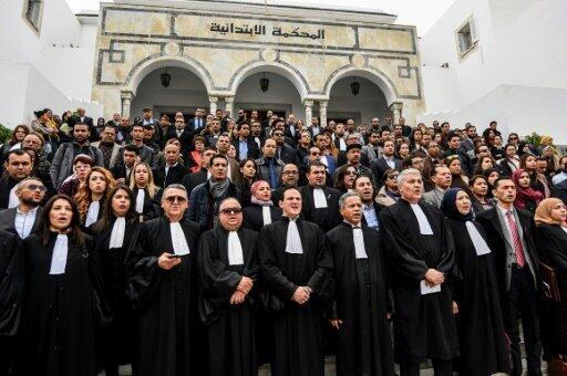 قضاة تونسيون يعتصمون أمام محكمة بنعروس قرب العاصمة التونسية في الأول من آذار/مارس 2018