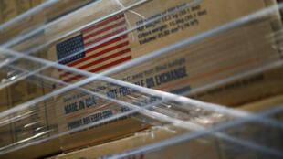 Las cajas que contienen ayuda humanitaria se muestran en un almacén en el puente transfronterizo Tienditas entre Colombia y Venezuela en Cúcuta, Colombia, 21 de febrero de 2019.