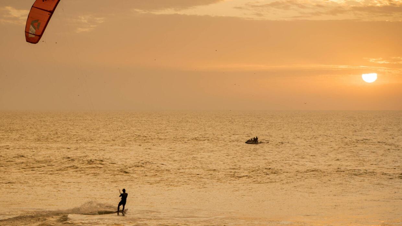 Villa Cisneros, en el Sáhara Occidental, nuevo paraíso del kitesurfing - FRANCE 24