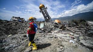 Le séisme et le tsunami qui ont frappé l'Indonésie le 28 septembre ont fait plus de 2 000 morts et 5 000 disparus.