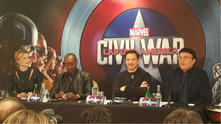 "Emily Vancamp, Don Cheadle, Robert Downey Jr et Anthony Russo à la conférence de presse de ""Captain America : Civil War"" à Paris, le 18 avril 2016."