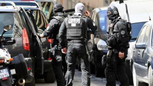 """Les deux hommes interpellés à Marseille préparaient une attaque """"imminente"""", sans précision de date ni sur les cibles visées."""