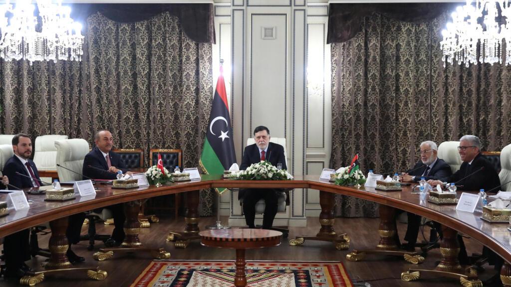"""ليبيا: قصف قاعدة """"الوطية"""" الجوية قرب طرابلس وحكومة الوفاق تتهم """"طيرانا أجنبيا"""""""