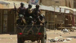 جنود في شوارع مدينة غاو شمال مالي في 12 حزيران/يونيو 2016