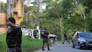 La police militaire est intervenue et a traqué les fugitifs du pénitentiaire Anisio Jobim, après l'émeute dans la prison qui a fait au moins 56morts et plusieurs blessés.
