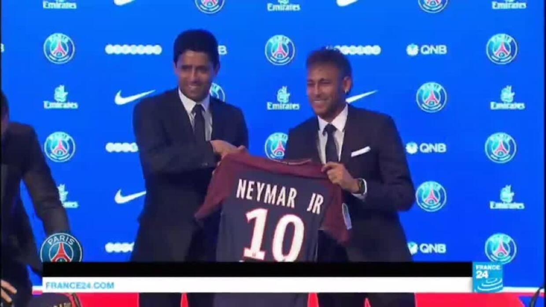 """Neymar à Paris : """"Le transfert de Neymar va rapporter beaucoup d''argent au PSG"""" - France 24"""
