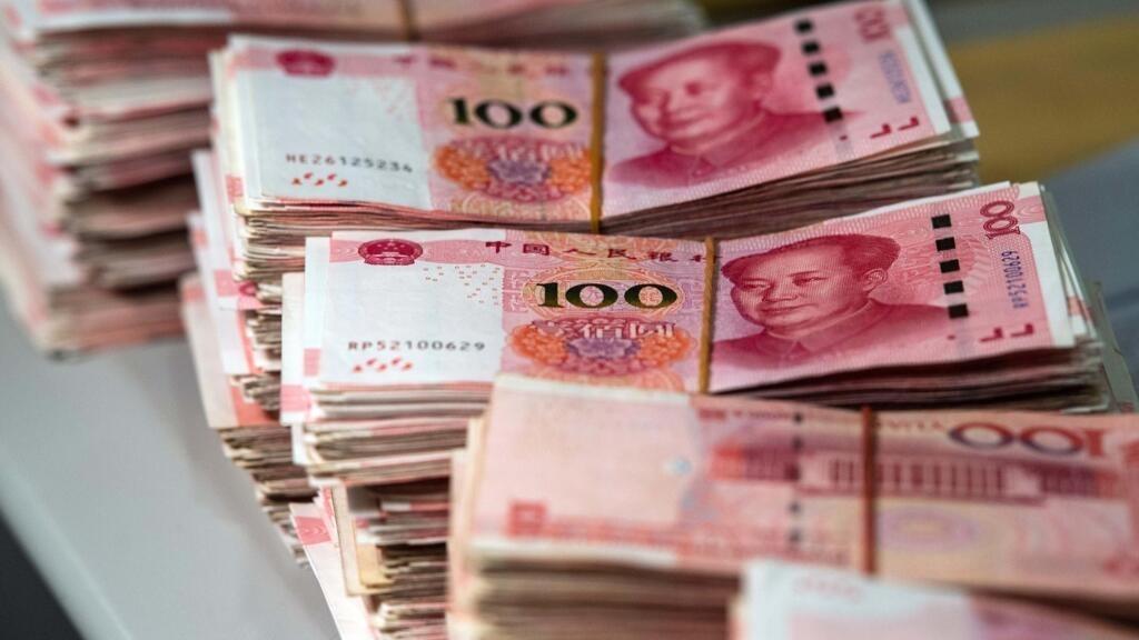 Donald Trump main tuduh pemerintah Cina membiarkan nilai mata uang nya, Yuan, jatuh. Namun IMF tidak melihat indikasi itu. (gambar dari: AFP, via https://www.france24.com/en/20190807-usa-china-trade-war-yuan-currency-manipulation-tariff)