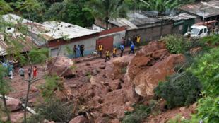 El frente frío que azotó a Honduras produjo desbordamientos de ríos, derrumbes e inundaciones que afectaron a más de 40.000 personas.