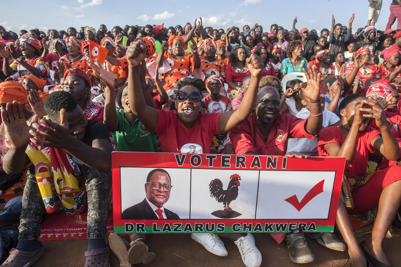 Des partisans du candidat d'opposition Lazarus Chalwera réunis à Lilongwe, le 20 juin 2020.