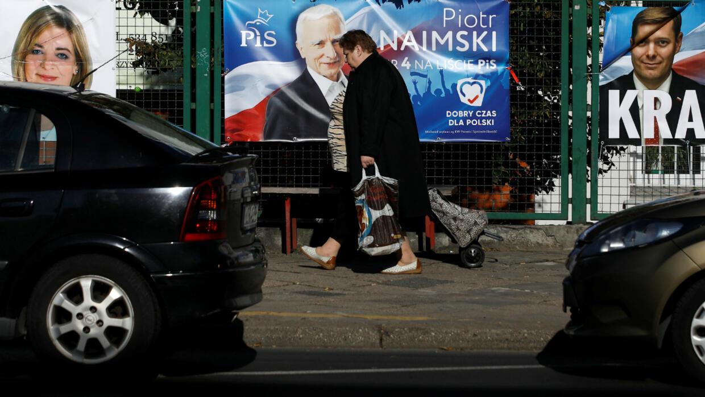 Législatives en Pologne : les bureaux de vote ouverts, une victoire des populistes en vue