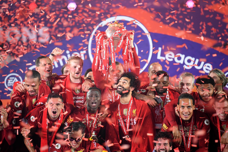 Liverpool célèbre sa 19e victoire record au championnat, la première de l'ère de la Premier League.