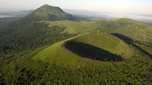 Le site naturel des volcans d'Auvergne, en France, fait partie des candidats au patrimoine mondial de l'humanité en 2016.