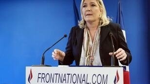 زعيمة حزب الجبهة الوطنية الفرنسي اليميني المتطرف مارين لوبان