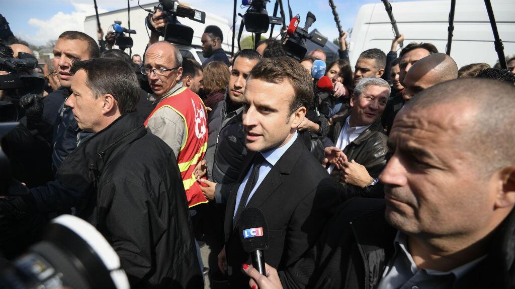 Emmanuel Macron en déplacement sur le site l'usine Whirlpool d'Amiens le mercredi 26 avril.