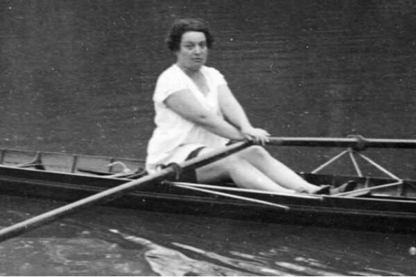 Née à Nantes en 1884, Alice Milliat avait pour sport de prédilection l'aviron