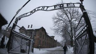 L'entrée du camp d'extermination d'Auschwitz-Birkenau, en Pologne.
