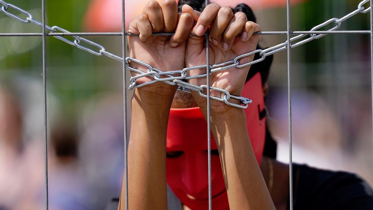 """La esclavización moderna aún encadena a más de 40 millones de personas en pleno siglo XXI, unas dramáticas cifras que cobran actualidad este viernes, día 23, en el que se conmemora el """"Día internacional del recuerdo de la trata de esclavos y su abolición"""" de Naciones Unidas."""