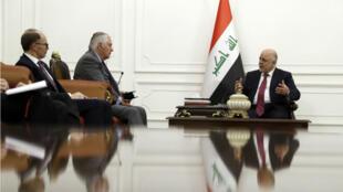 Le Premier ministre irakien Haider al-Abadi et Rex Tillerson en visite surprise à Bagdad lundi 23 octobre.