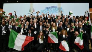El presidente del Comité Olímpico Nacional Italiano (CONI), Giovanni Malagò, junto a otros miembros de la delegación celebran que las ciudades ganaran la candidatura para organizar los Juegos Olímpicos de Invierno 2026, durante la 134 sesión del Comité Olímpico Internacional, en el Centro de Convenciones SwissTech, en Lausana, Suiza, el 24 de junio de 2019.